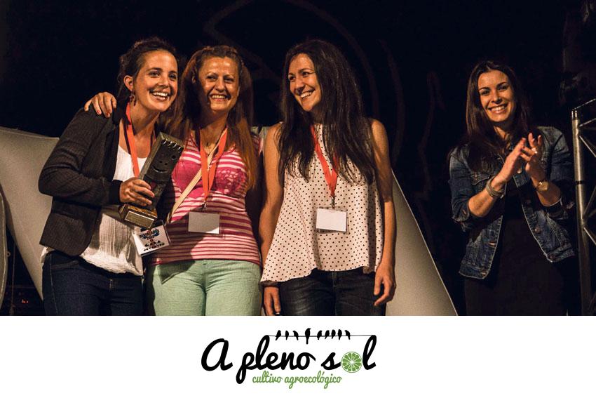 De izquierda a derecha: Karen, Encarna y Maite durante la entrega del premio Emprendedores.